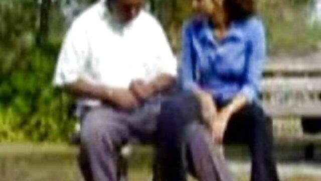 लाल मोज़ा में बालों वाली परिपक्व सेक्सी मूवी वीडियो फुल एचडी