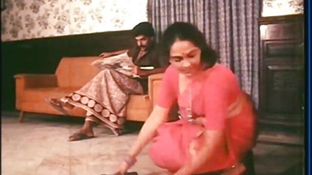 लेवी नग्न हो जाता है और थप्पड़ उसके हिंदी सेक्सी एचडी मूवी वीडियो मांस