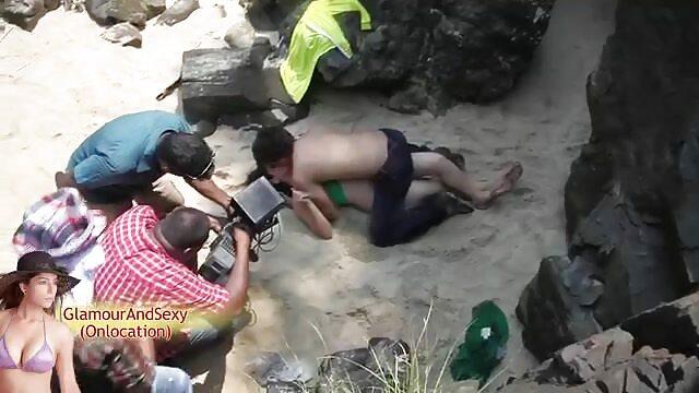 - हिंदी पिक्चर सेक्सी मूवी एचडी मुसीबत में लड़की