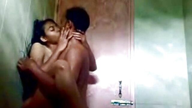 तीव्र बंधन और समलैंगिक महिलाओं का दबदबा बीडीएसएम के साथ एक फुल एचडी बीएफ सेक्सी मूवी छड़ी पर