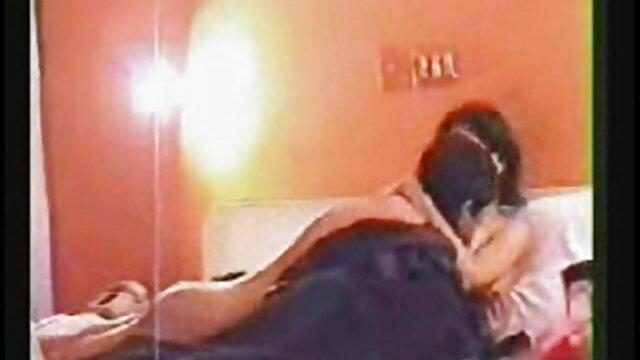 बड़े स्तन सुनहरे बालों वाली हो जाता है गड़बड़ द्वारा ए विदेशी सेक्सी एचडी मूवी बाल्डी