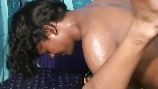 दांपत्य सेक्सी वीडियो एचडी फुल मूवी हिंदी फिल्में-गर्म मौसम गर्म चुंबन में बदल जाता है